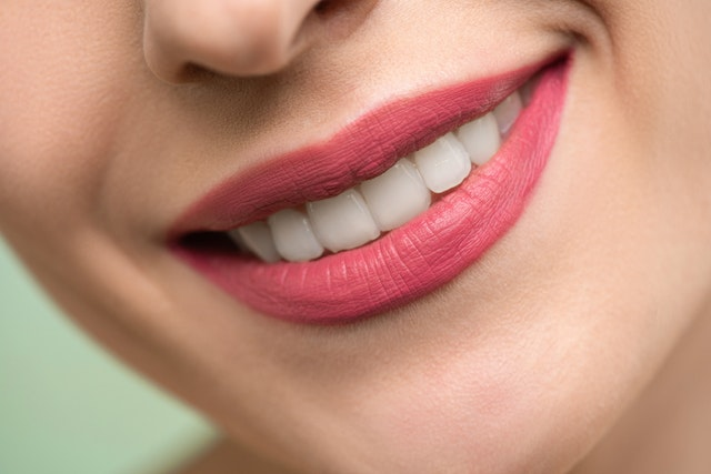 How to Prevent Teeth Staining From Red Wine